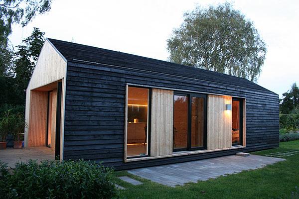 Skromný a funkčný drevodom na severský spôsob
