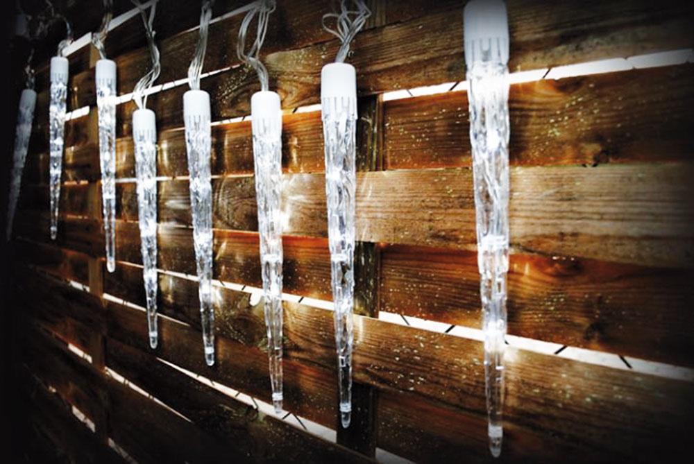 Vianočné osvetlenie na dom či na pergolu v tvare cencúľov. Reťaz obsahuje 10 cencúľov a ponúka 8 svetelných režimov. Predáva www.dilego.sk.