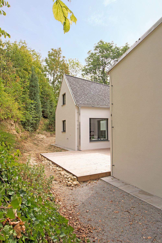 Krása v jednoduchosti: Sympatický rodinný dom s originálnou strechou