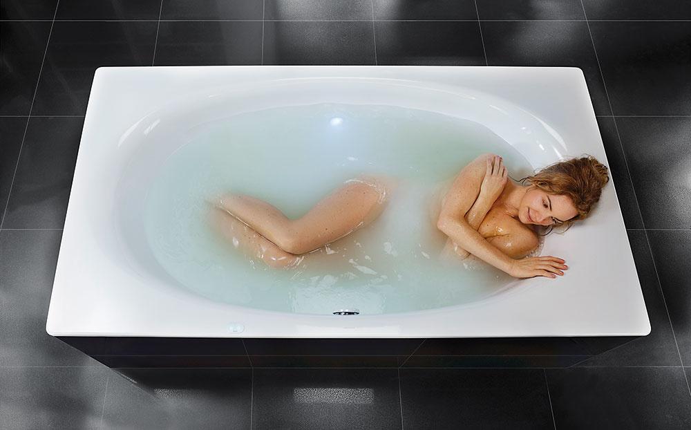 Bublinky. Zamatovo hebká pokožka bez použitia kozmetických prípravkov? To vraj dokáže zaručiť vaňa Kaldewei Skin Touch, v ktorej vám počas kúpeľa budú pokožku jemne masírovať drobné vzduchové bublinky.