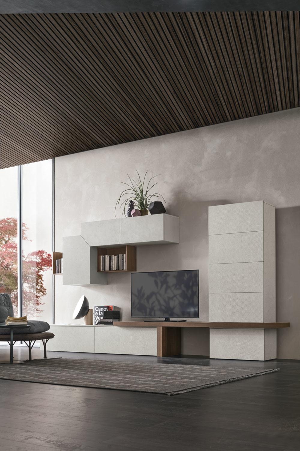 Talianska firma Tomasella uviedla ako novinku pre rok 2019 okrem nových nábytkových prvkov aj niekoľko nových svetlých krémových dekorov ako aj svetlý dubový drevovekor.