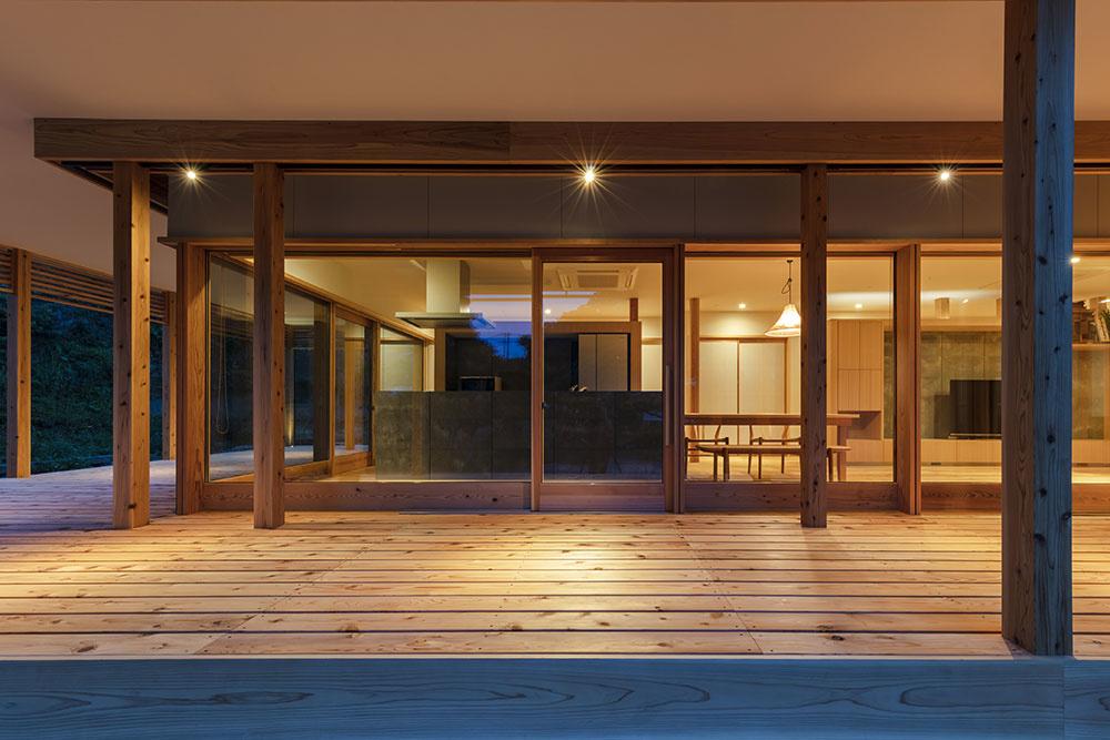Rekonštrukcia na japonský štýl: Zrušili izby a vytvorili priestrannú terasu