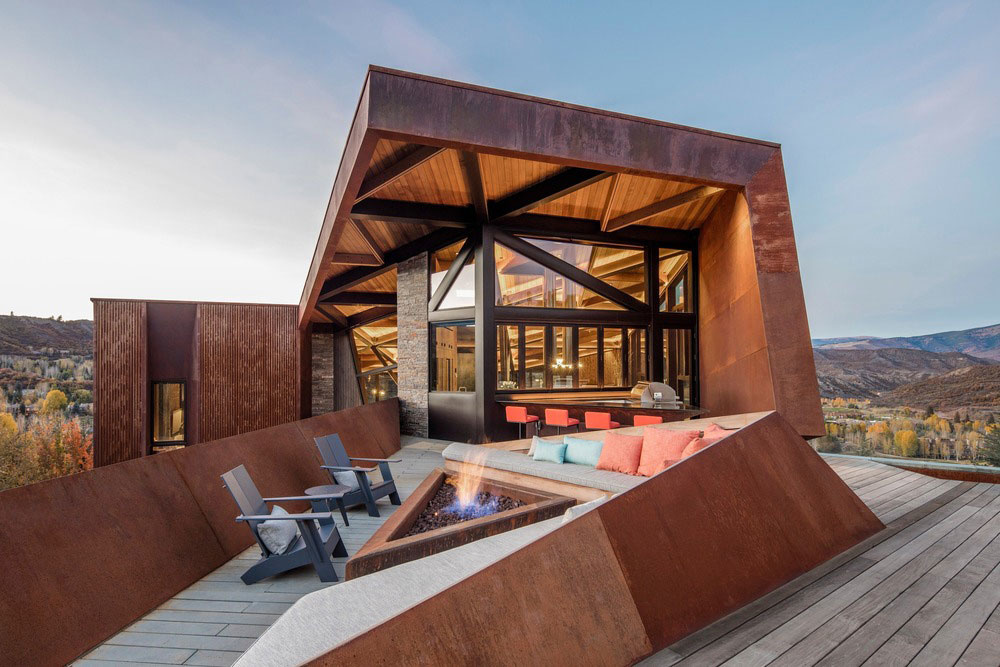 Drsný dom do drsnej prírody: Asymetria a hrdzavá fasáda