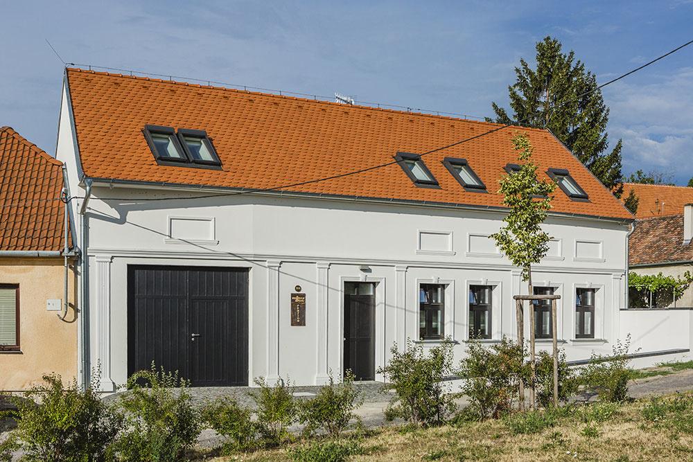 Znehodnotený hospodársky dvor zažil znovuzrodenie: Po nelogických úpravách konečne dobrá rekonštrukcia