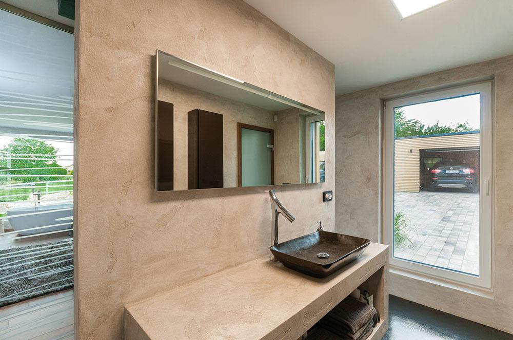 Kspálni manželov prislúcha aj samostatná kúpeľňa.