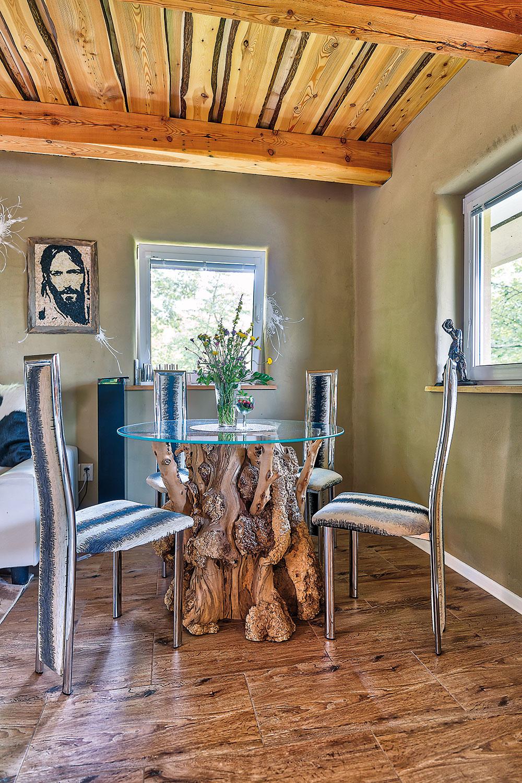 Pri pohľade na neopracované drevo, ktoré Jánovi ponúkol kamarát, okamžite vedel, že zneho bude ideálna podnož jedálenského stola.