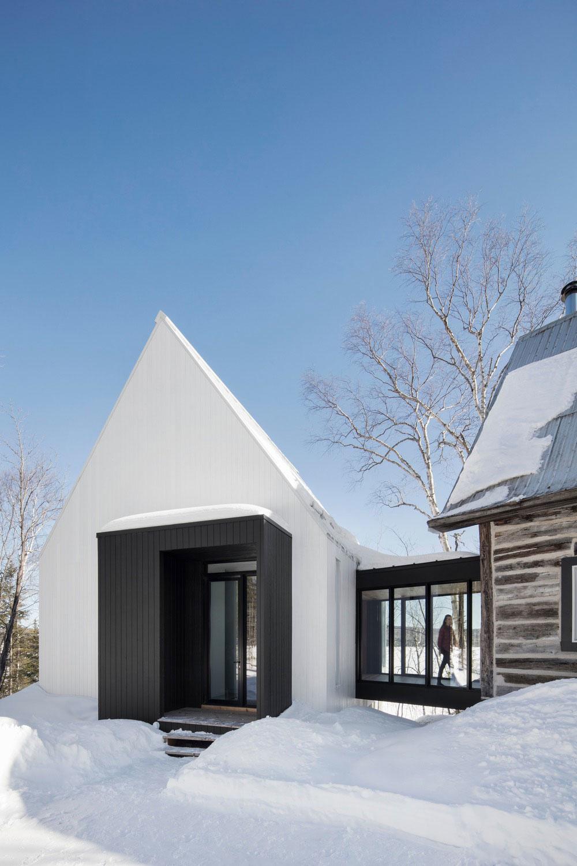 Ako zrekonštruovať starú chatu a nápadito zväčšiť jej priestor?