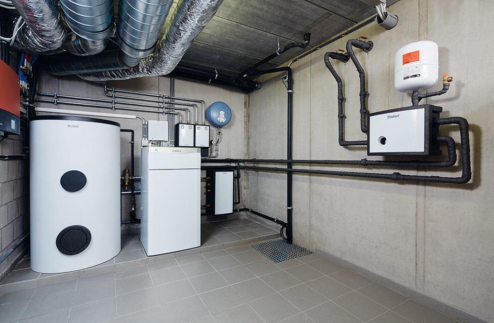 Vykurovací systém tvorí tepelné čerpadlo typu voda/voda shĺbkou geotermálneho vrtu 125 m amaximálnym výkonom 11 kW vkombinácii so zásobníkom teplej vody sobjemom 400 l.