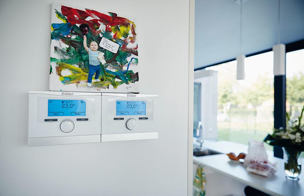 Inteligentný regulátor multiMATIC 700 je umiestnený vkuchyni aumožňuje centrálne ovládanie.