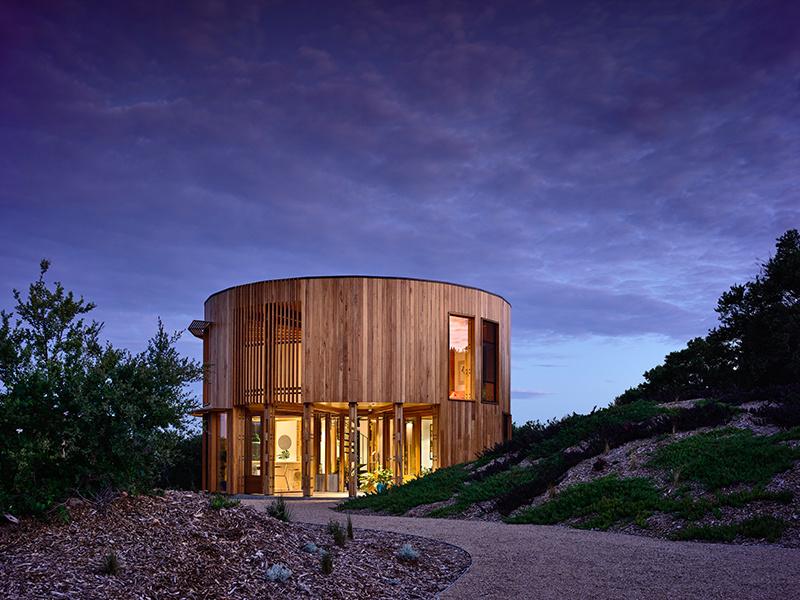 Chcete ušetriť priestor? Postavte si dom s kruhovým pôdorysom (VIDEO)
