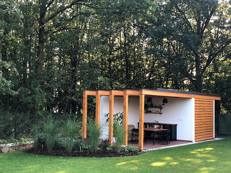 Ako si v záhrade postaviť praktickú letnú kuchyňu