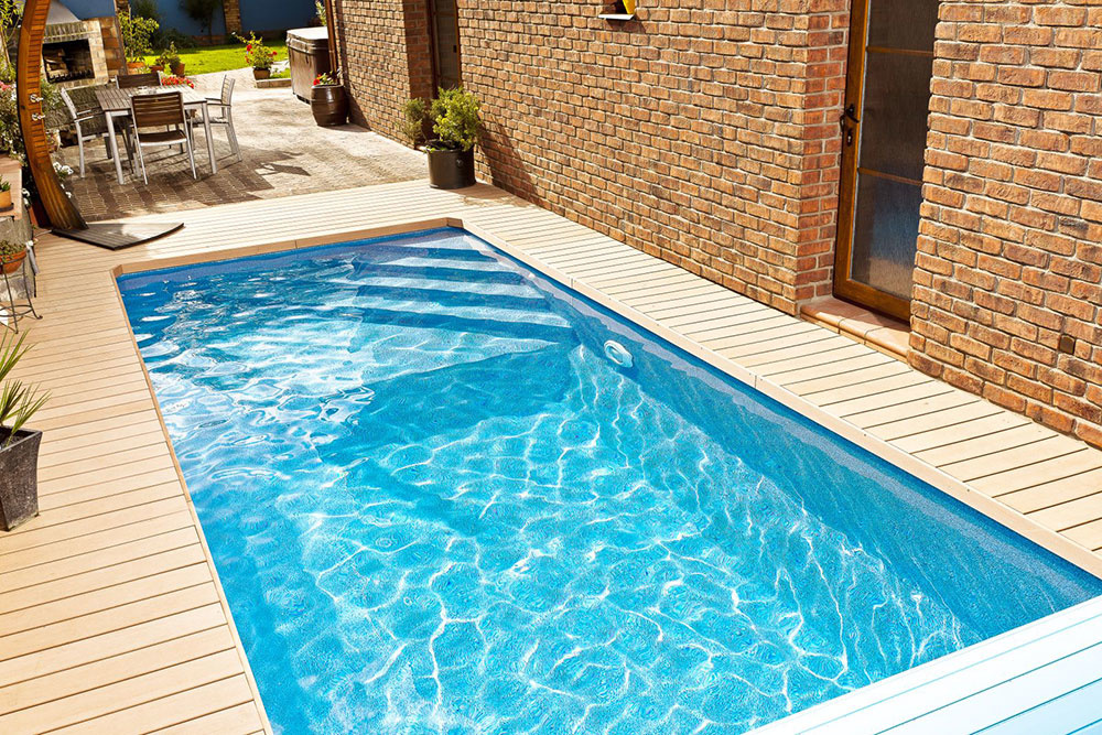 Dizajn-kompozitné bazény Métropole majú integrované schodiská, ktorých tvar a umiestnenie si môžete zvoliť podľa svojho priania.  Tieto bazény sa dajú skvelo umiestniť aj v interiéri. Na obrázku model Cannes.