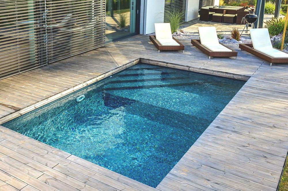 Vďaka inteligentnej konštrukcii z oceľových panelov vie dodávateľ inštalovať stavebnicové bazény Mercury v priebehu jediného dňa. Na fotografii model Porto s viacúrovňovým dnom.
