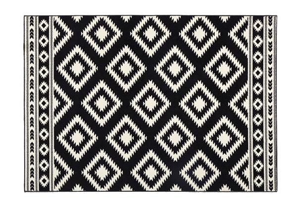 Čierny koberec Hanse home gloria ethno, 87,99 €, www.bonami.sk