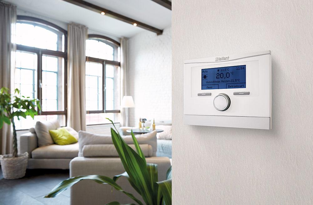 Inteligentný ekvitermický regulátor Vaillant multiMATIC 700 dokáže vyhodnocovať a regulovať teplotu v dome, vďaka čomu môžete vykurovať efektívne a ušetriť. Možno ho skombinovať s vykurovacími zariadeniami značky Vaillant. Komfort s nižšími nákladmi na prevádzku vie dosiahnuť vďaka inteligentným programom vykurovania. Regulátor umožňuje aj ovládanie na diaľku cez smartfón a bezplatnú aplikáciu multiMATIC, ktorú nedávno ocenili v prestížnej súťaži Red Dot Award 2018.