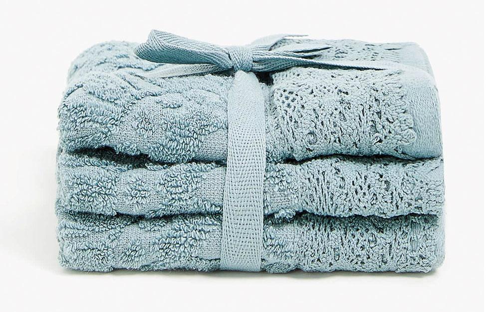 Súprava troch uterákov sčipkovaným lemom, 100 % bavlna, 30 × 30 cm, 9,99 €, www.zarahome.com/sk