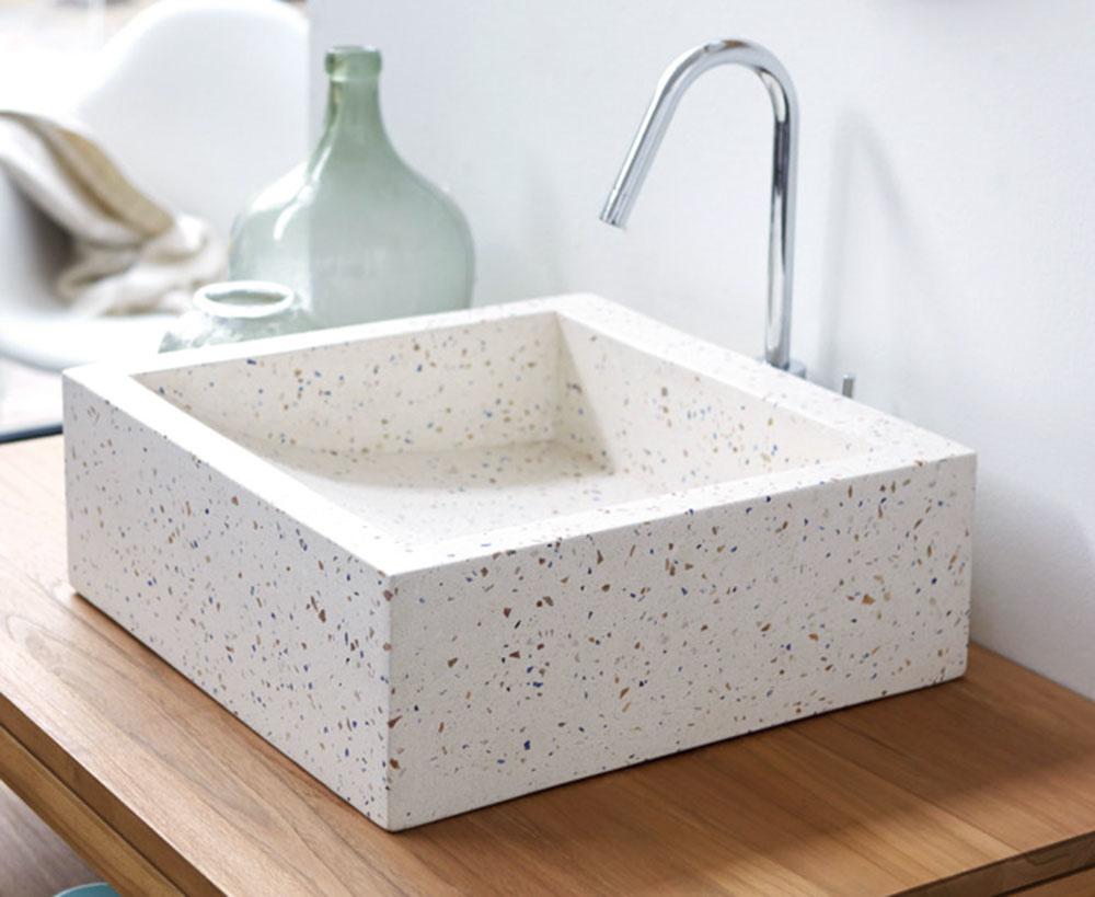 UMÝVADLO hranatého tvaru s originálnym vzhľadom pristane moderným kúpeľniam, ktoré sa chcú niečím líšiť. Rozmery má 42 × 42 × 15 cm a za 170 € ho nájdete na www.tikamoon.co.uk.