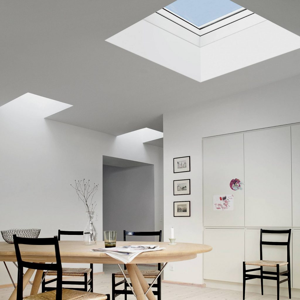 Svetlo pod plochou strechou