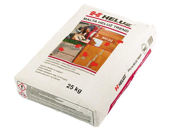 Zimné malty HELUZ Spoločnosť HELUZ dodáva všetky svoje maltové zmesi aj ako zimné varianty, teda na murovanie tehlových blokov pri teplotách medzi – 5 a+15 °C. Samozrejme, je potrebné dodržať zásady murovania vzimnom období. www.heluz.sk