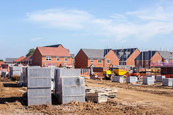 Kedy je ideálny čas na začatie výstavby rodinného domu?