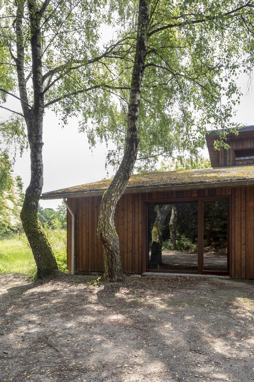 Z rozpadnutého bungalovu je po rekonštrukcii čarovná chata