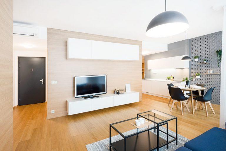 Minimalistický byt v príjemných farbách s úžasným výhľadom na Bratislavu