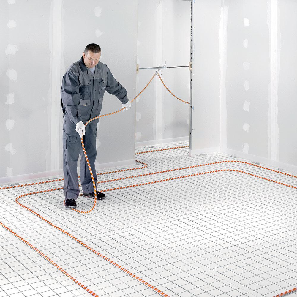 Na teplovodné podlahové vykurovanie dodáva firma REHAU systémy vhodné na mokrú i suchú inštaláciu. Čoraz populárnejší je RAUTHERM SPEED K so suchý zipsom navinutým na vykurovacej rúrke, čo uľahčuje a urýchľuje ukladanie. Až o 30 % ohybnejšia rúrka zaručuje flexibilitu pri ukladaní a prípadnú rýchlu korekciu polohy. www.rehau.com/sk-sk