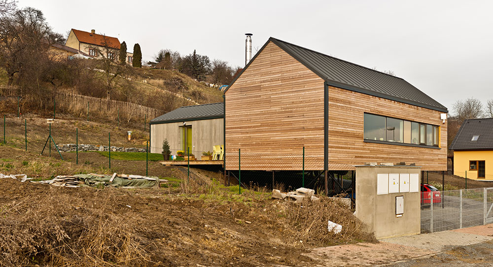 Rodinný dom s dostatkom súkromia na úzkom pozemku