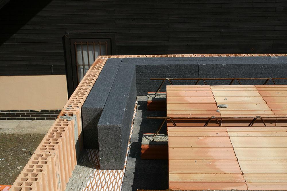 Keramické stropy HELUZ MIAKO sa novo kladú s Deformačno-separačným pásom HELUZ