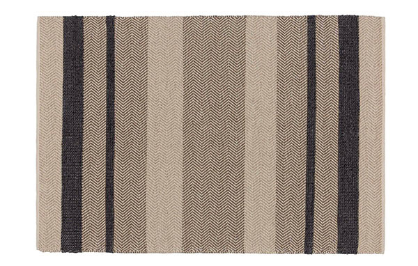 Koberec Alto, 35 % vlna, 35 % bavlna, 30 % viskóza, 140 × 200 cm, 249 €, www.urbanara.de