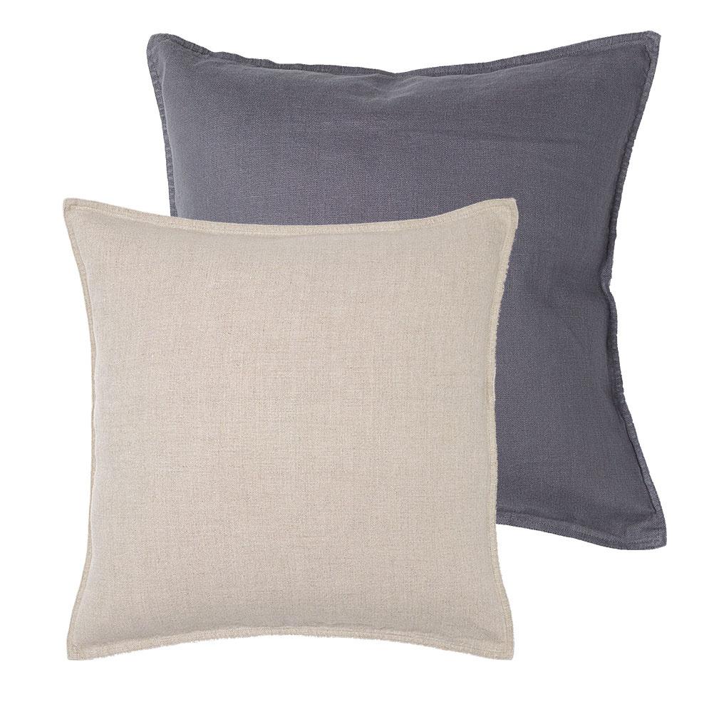 Obliečka na vankúš vsivej abéžovej farbe, 100 % ľan, prať na 40 °C, 50 × 50 cm, 9,99 €/ks, www.hm.com/sk