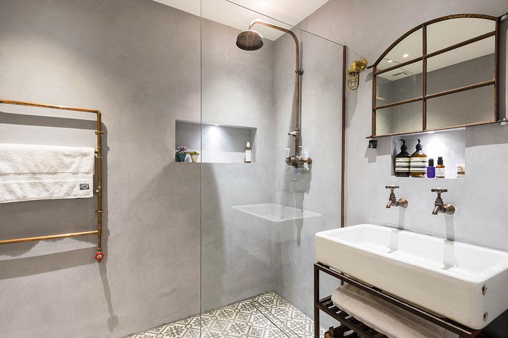 Industriálny štýl sa do kúpeľne hodí