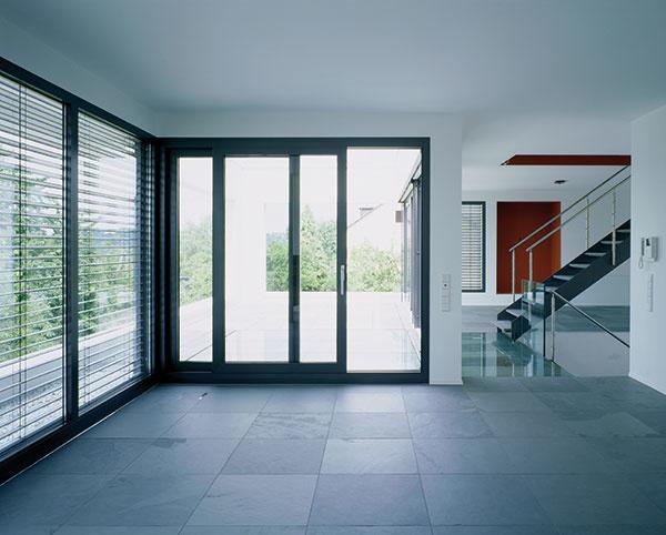 Ovládanie zdvižno-posuvných dverí nebolo nikdy také jednoduché a bezpečné