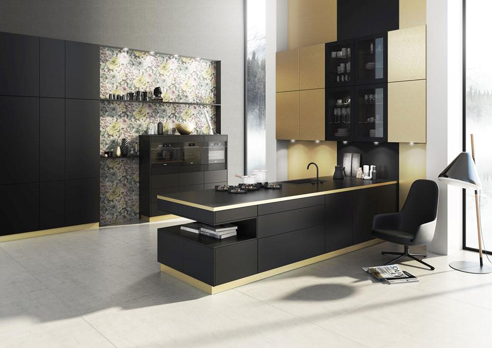 Zlaté efekty patria k najmodernejším módnym trendom. Na dvierkach kuchýň Singapur je použitý laminát vo vzhľade kartáčovej mosadze, ktorá si rozumie s čiernym hodvábnym matom línie Berlín od značky Bauformat.