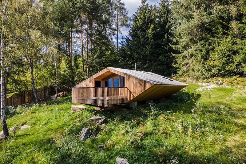 Malá chata vyzerá po rekonštrukcii ako UFO