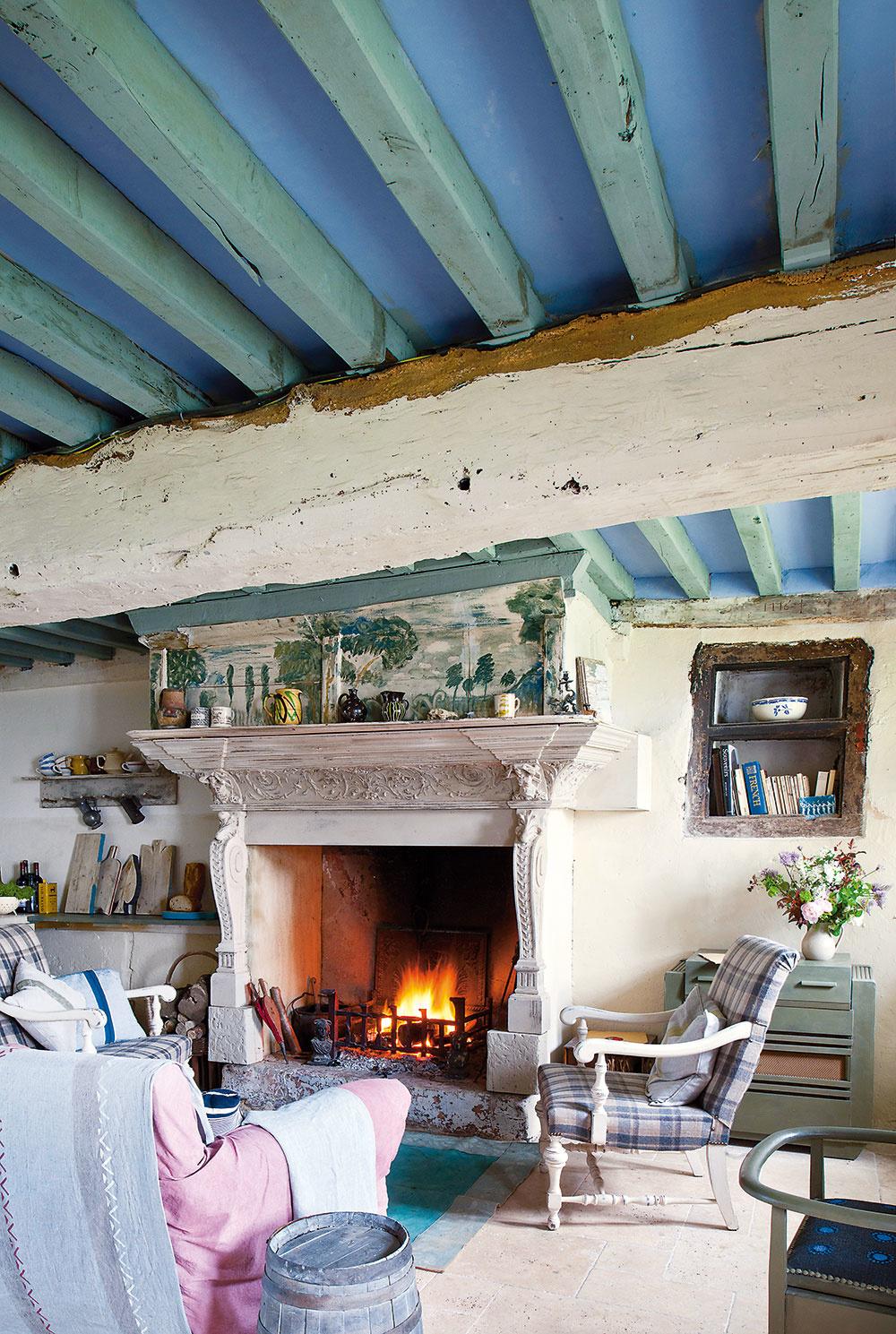 Jedna miestnosť Predsieň, kuchyňu aobývačku dokázala Annie vďaka použitým farbám azariadeniu príjemne skĺbiť do jedného otvoreného priestoru.