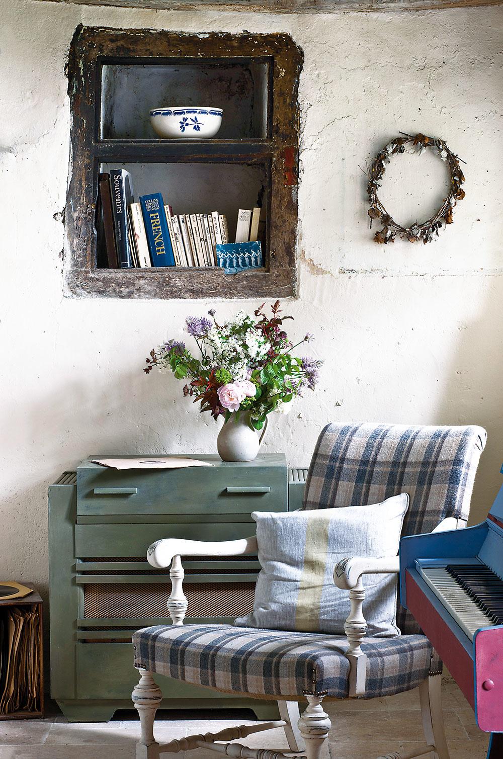 Pôvabné zákutia vytvorila majiteľka vcelom dome. Svojou malebnosťou pútajú pozornosť azároveň definujú jednotlivé priestory.