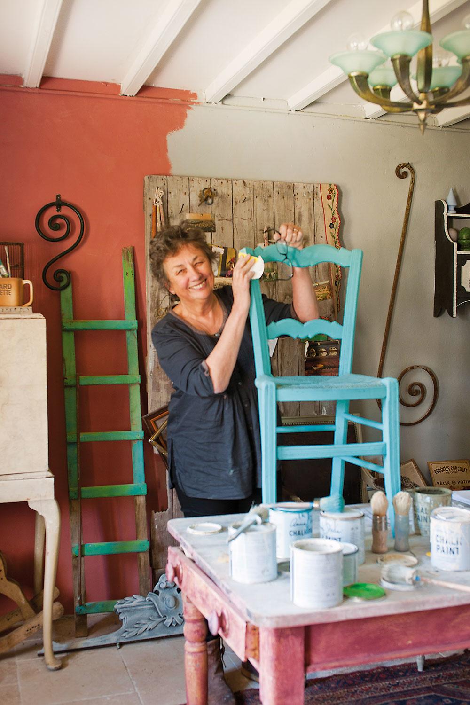 Annie vo svojom ateliéri na prízemí. Na renováciu tu čaká ešte mnoho