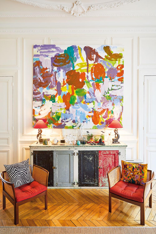 VTOMTO ŠARMANTNOM INTERIÉRI plnom jasných farieb cítite slobodomyseľného ducha majiteľky. Svieže farby mu zároveň dodávajú pozitívny nádych aľahkosť, vďaka čomu tu zažijete pocit dokonalého uvoľnenia.