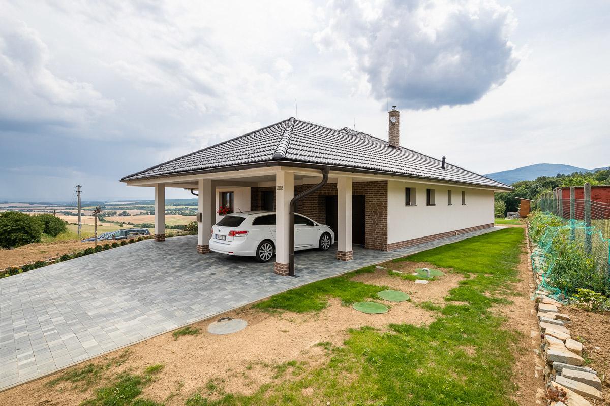 Priestranný tehlový bungalov
