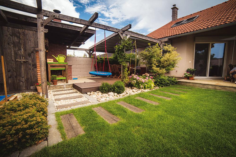 Aj na malej ploche je možné vybudovať krásny záhradný priestor pre celú rodinu