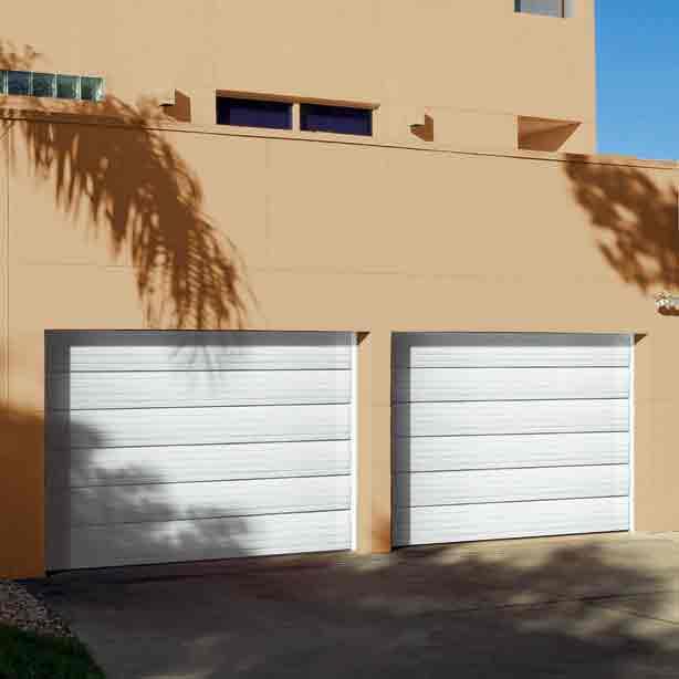 Solídna garážová brána