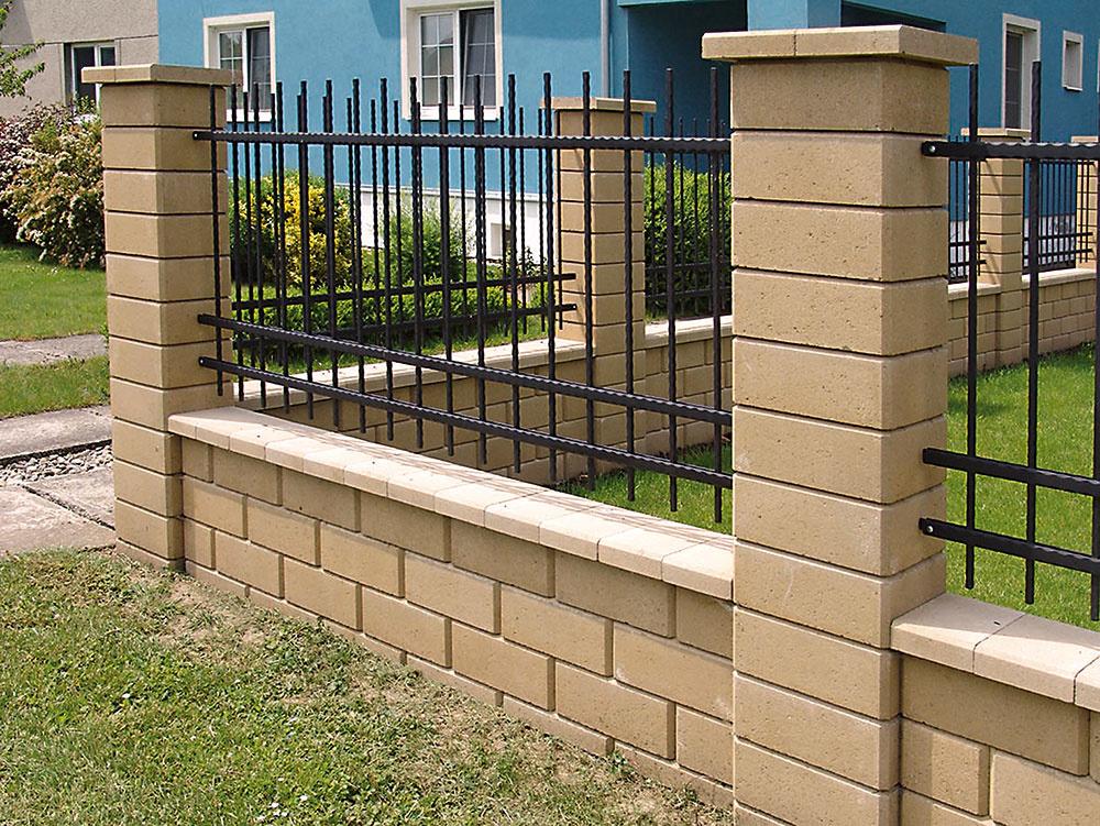 Plotový systém Simple Block je určený na výstavbu drobných stavieb, múrikov alebo oplotenia. Tvárnice sfazetou sú vhodné pre bezškárové murovanie, vďaka čomu sa vyhnete dodatočnému opravovaniu škár vbudúcnosti. Odolnosť proti poveternostným podmienkam zaručuje impregnácia Protect System IN. Predáva www.hornbach.sk.