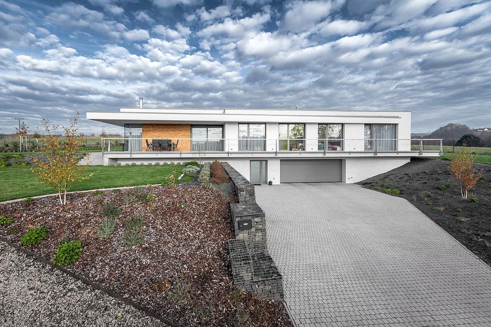 Elegantný dom na veľkolepom pozemku