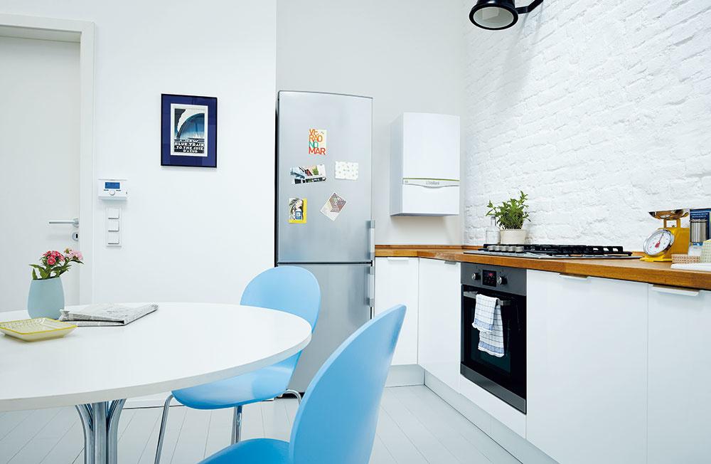 Mimoriadne úsporný kondenzačný kotol (A/A+, 25 a 27 kW) zaberie na stene len 0,32 m² a je určený na vykurovanie s možnosťou prípravy teplej vody v externých zásobníkoch. Nepretržitá optimalizácia, režim Green iQ a inteligentné snímače na ovládanie čerpadla i hydrauliky dokážu znížiť spotrebu energie ešte viac než iné kondenzačné kotly. Vďaka širokému rozsahu modulácie výkonu (až 1 : 13) sa perfektne prispôsobí zmenám v prevádzke. www.vaillant.sk