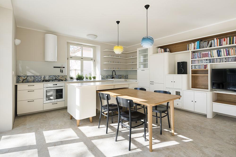 Spoločný dom pre tri rodiny: Každý byt má svojský štýl