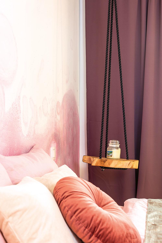 Druhý nočný stolík je tiež originál. Tento nápad s lanom videla majiteľka v časopise, zapáčil sa jej ajednoducho ho zrealizovala.
