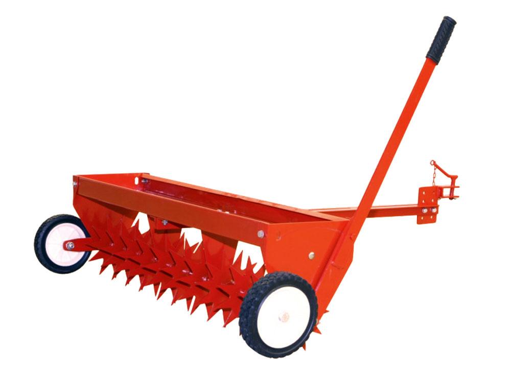 Ťahaný prevzdušňovač skyprí utlačenú pôdu aprevzdušní trávnik pomocou 11 hviezdicových nožov a121 hrotov. Prevzdušňovač PT-1000  môžete pripojiť knosiču náradia, za ťahaný valec alebo za klasické záhradné traktory rôznych výrobcov. Na pohodlný transport je stroj vybavený sklápacími pojazdovými kolesami. predo.sk