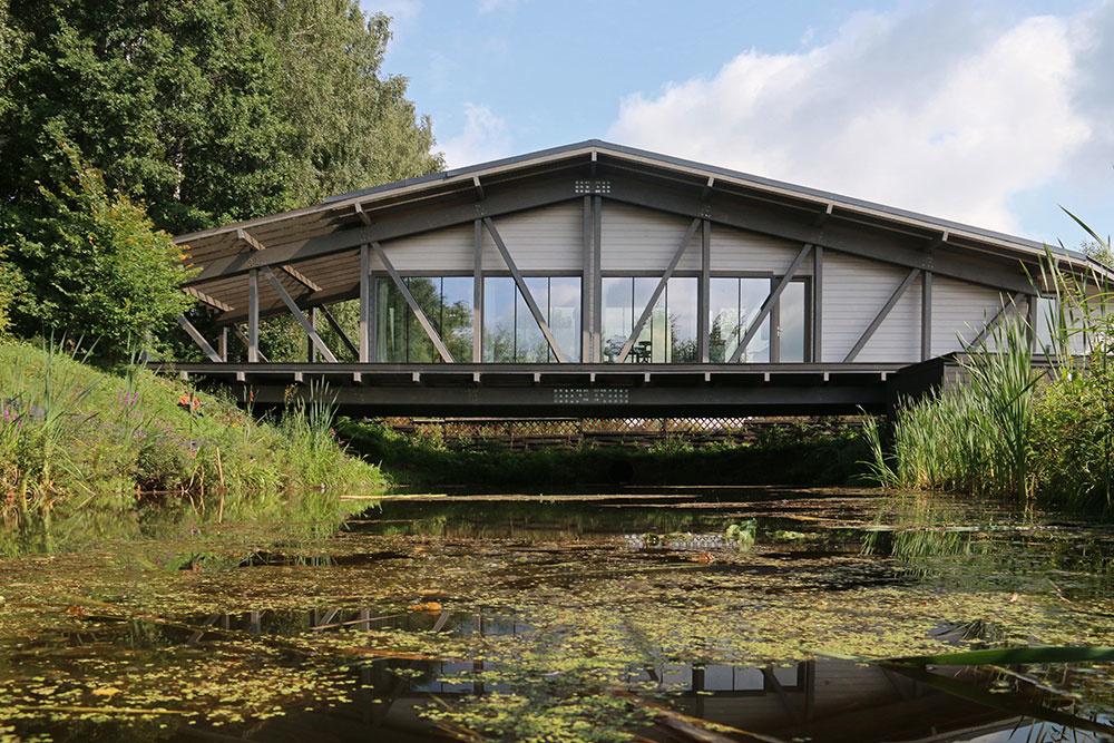 Skutočná výzva pre architektov: Dom, ktorý spája dva brehy