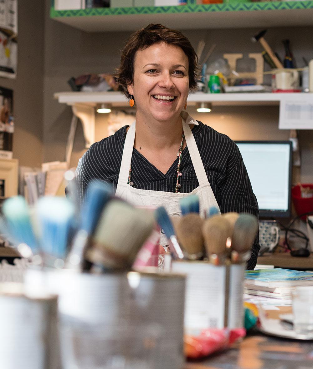 """""""Odkedy som objavila dekoratívne farby od Annie Sloanovej, stali sa mojou vášňou aceloživotnou závislosťou.""""  Eva Kyselovičová, lektorka kurzu"""
